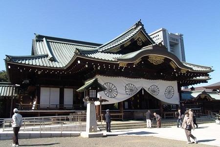 """Justin Bieber bị chỉ trích vì đến thăm """"ngôi đền chiến tranh"""" của Nhật"""