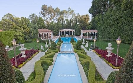 """Biệt thự Beverly House đã xuất hiện trong nhiều bộ phim, như """"The Godfather"""" hay """"The Bodyguard""""."""