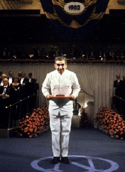 Marquez trong giây phút nhận giải Nobel Văn học năm 1982. Lúc này ông 55 tuổi.