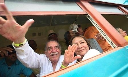 Marquez và vợ trong chuyến trở về thăm quê nhà ông ở Aracataca (Colombia) năm 2007.