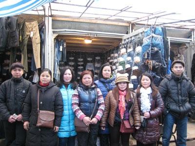 Những người Việt gắn bó với khu chợ Borshagovka