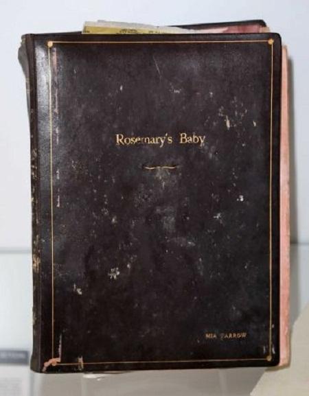 """Cuốn kịch bản phim """"Rosemary's Baby"""" của nữ diễn viên Mia Farrow (1968)."""