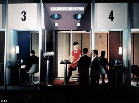 Picturephone được giới thiệu tại gian hàng AT & T- Hội chợ Thế giới 1964.