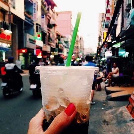 Cà phê sữa đá ở TPHCM là một thức giải khát ngày hè rất tuyệt vời.