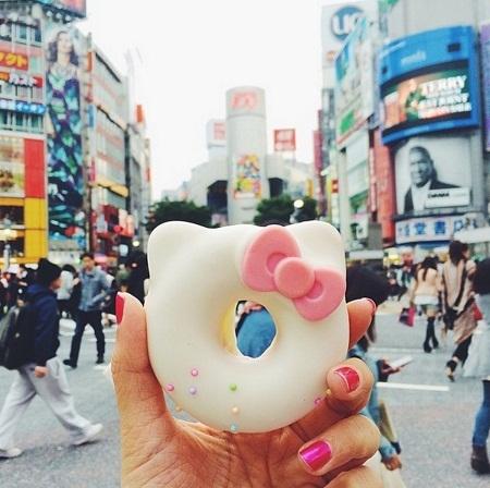Bán rán hình Hello Kitty ở Tokyo, Nhật Bản.