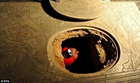 Hầm mộ dòng họ Giocondo - nơi có các con của bà Lisa yên nghỉ.