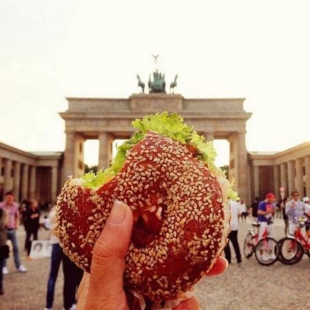 Bánh kẹp mua gần cổng Bradenburg ở Berlin, Đức.