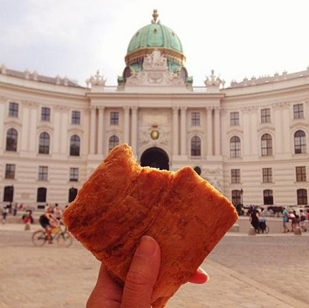 Bánh ngọt nhân hoa quả ở Vienna, Áo.