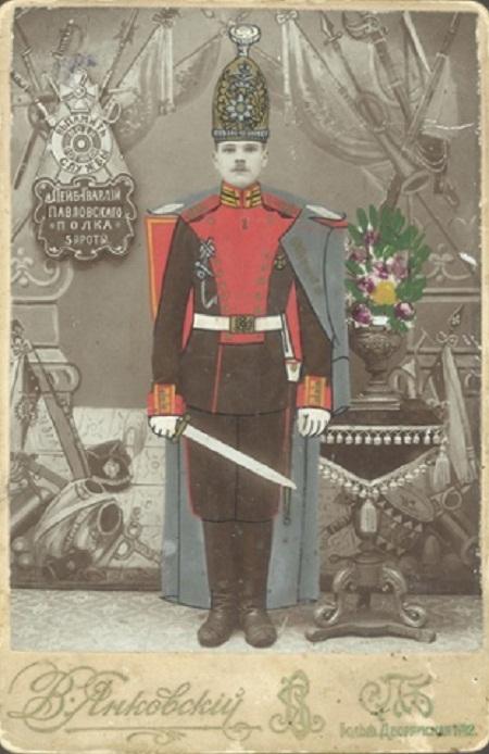 Bức ảnh chân dung của một quân nhân ở Saint Petersburg. Ảnh chụp năm 1911 bởi PT Ivanov.
