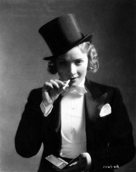 "Marlene Dietrich trong phim ""Morocco"" (1930)"