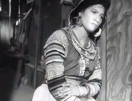 Nữ diễn viên Đức Hoàn trong vai Mị