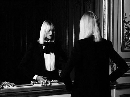 Một thiết kế tuxedo nữ của Saint Laurent