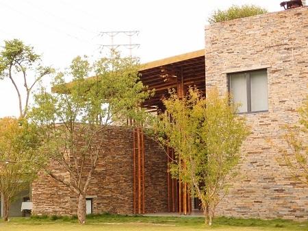 Nhà hàng Sơn La của công ty kiến trúc Võ Trọng Nghĩa