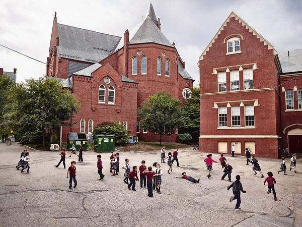 Giờ ra chơi ở Trường tiểu học thánh Mary, thành phố Brookline, Bang Massachusetts, Mỹ.
