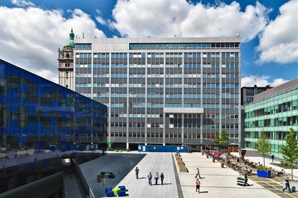 Đại học Hoàng gia London xếp ngay sau Đại học London: vị trí số 8.