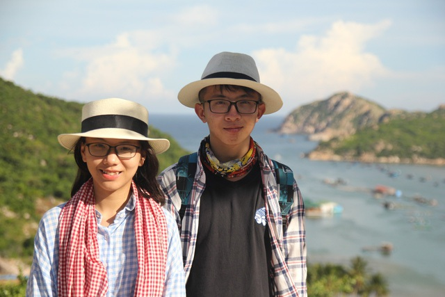 Phan Thị Thanh Hà (trái) giành được học bổng hơn 6 tỷ đồng từ ĐH Bryn Mawr, Hoa Kỳ.
