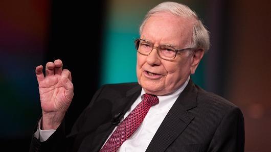 Warren Buffett, nhà đầu tư, nhà từ thiện, và Chủ tịch kiêm CEO của Berkshire Hathaway, tốt nghiệp năm 1951. (Ảnh: CNBC)