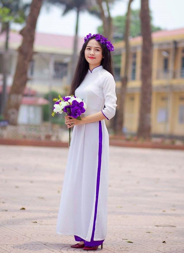 Em Nguyễn Thị Phương Liên - Thủ khoa khối A của Hà Nội năm 2017.