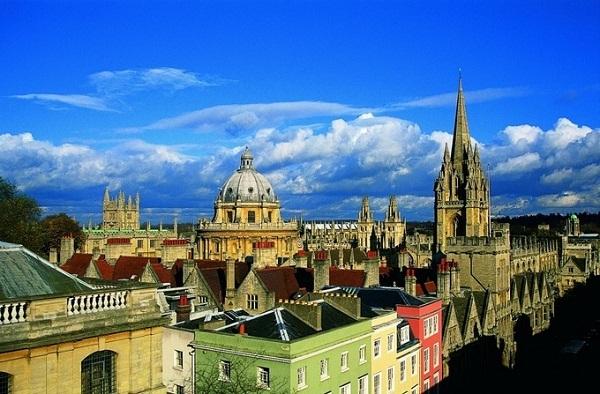 Đại học Oxford – trường hàng đầu Anh và đang xếp thứ 5 trên bảng xếp hạng thế giới của QS.