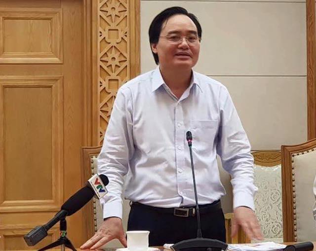 Bộ trưởng Phùng Xuân Nhạ tiếp thu ý kiến và chia sẻ quan điểm.