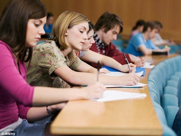 Một phần khiến học sinh ở Anh lực chọn những hướng đi khác là do chi phí học đại học tại đây khá đắt đỏ. (Ảnh: Alamy)