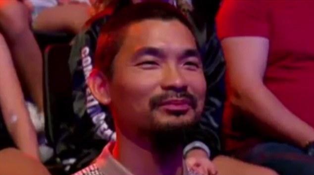 Cha của Esther, ông Shu Lee, vô cùng tự hào khi xem con gái thể hiện trên sóng truyền hình. (Ảnh: Daily Mail)