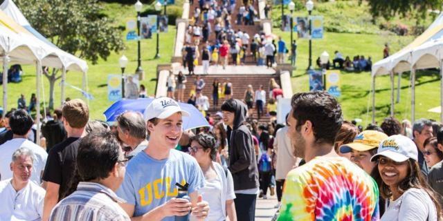 Đại học California tại Los Angeles trả lương giáo sư cao nhất (155.059 USD/ năm học)
