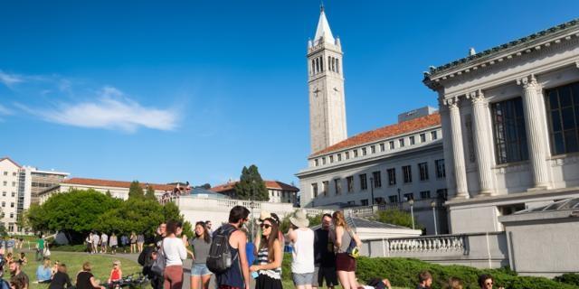 Đại học California tại Berkeley cũng không kém cạnh là bao khi trả giáo sư 146.987 USD/ năm.