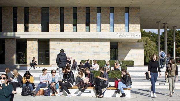 Lãnh đạo các ĐH ở Anh đồng loạt lên tiếng khi nước này thụt lùi trong việc thu hút du học sinh quốc tế (Ảnh: Gretty Images).