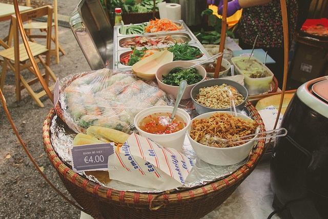 Những món ăn như bánh mì, nem cuốn, phở trộn gây ấn tượng mạnh với thực khách quốc tế.