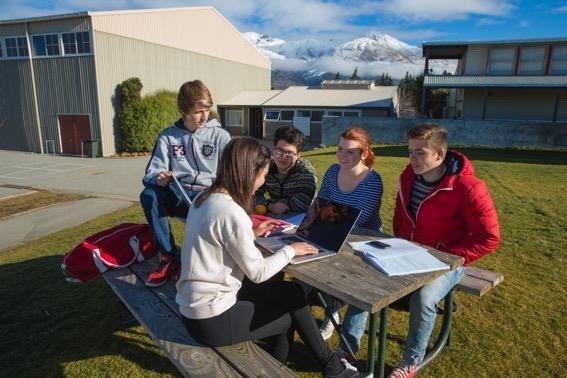 Dunedin có mật độ sinh viên cao và chất lượng sống an toàn, bình yên.