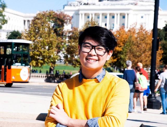 Nguyễn Siêu (sinh năm 1995) là chàng trai có thành tích học tập xuất sắc, gây ấn tượng với nhiều bài quan điểm, góc nhìn sắc sảo trong cộng đồng du học sinh Việt - một người học chương trình công nghệ giáo dục của GS. Hồ Ngọc Đại trọn vẹn 5 năm.
