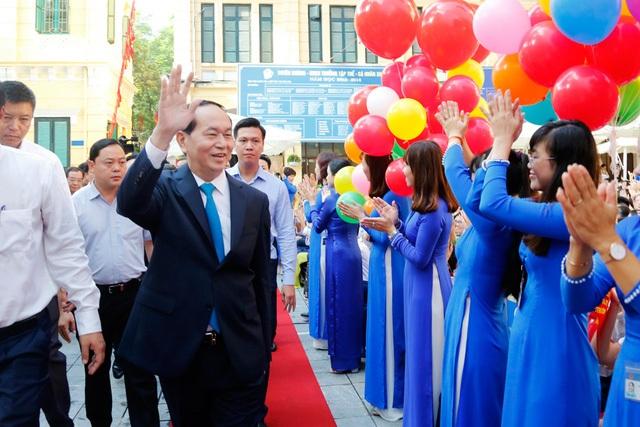 Chủ tịch nước Trần Đại Quang đến dự Lễ khai giảng năm học mới 2017 - 2018 tại ngôi trường tròn 100 tuổi – trường THCS Trưng Vương, quận Hoàn Kiếm, Hà Nội (Ảnh: Quý Đoàn).