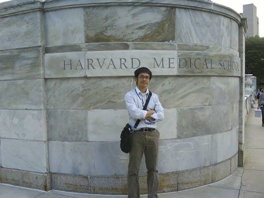 Bác sĩ gốc Việt Trần Huỳnh từng giành học bổng nghiên cứu tại ĐH Y Harvard.