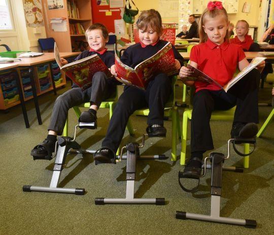 Học sinh tại ngôi trường này có thể vừa ngồi học vừa đạp xe để chống béo phì - 2