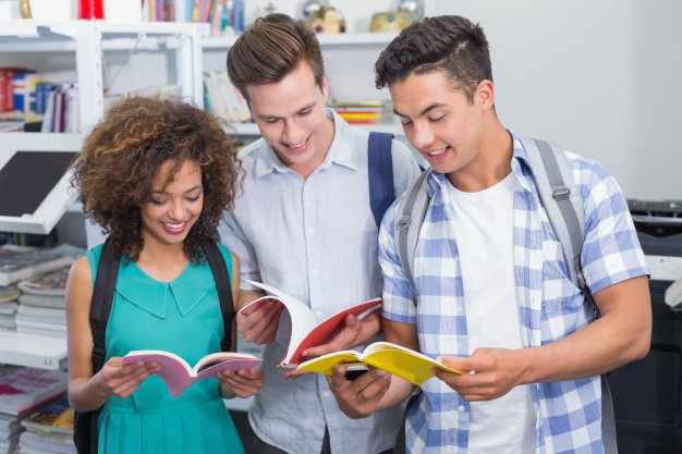 Số lượng sinh viên quốc tế theo học hệ đào tạo sau đại học tại Hoa Kỳ sụt giảm trong hai năm liên tiếp (Ảnh: Freepik).