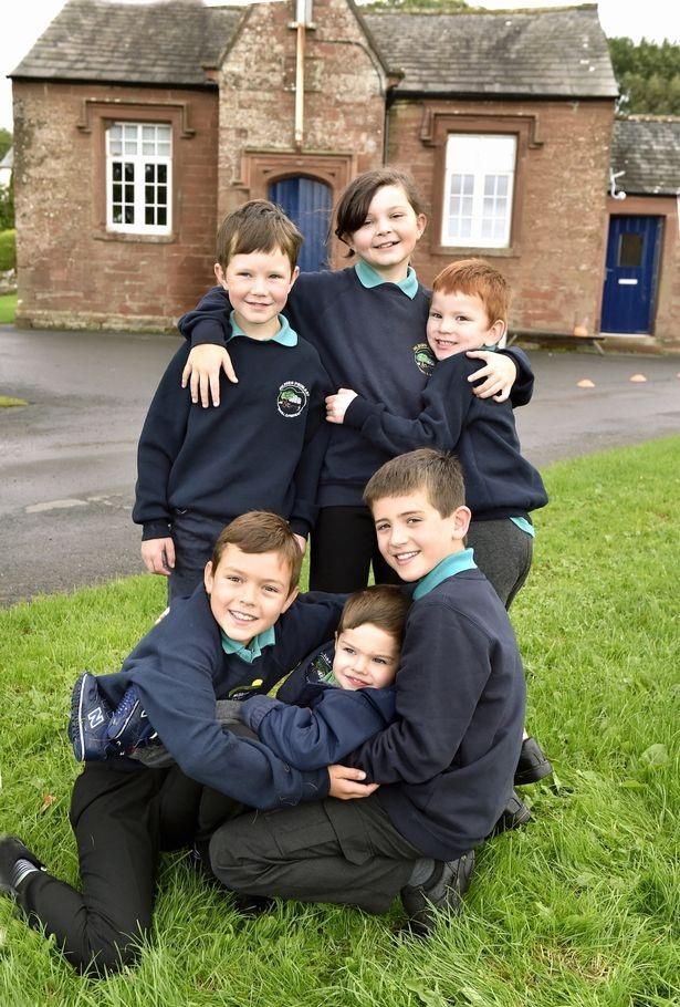 Ngôi trường nhỏ nhất nước Anh với 6 học sinh và 1 giáo viên - 2