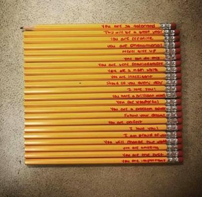Những lời nhắn dễ thương bà mẹ viết trên bút chì của con mình.