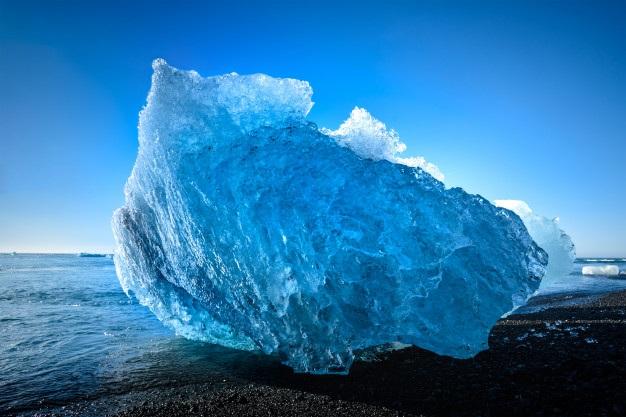 Băng ở Bắc cực đang tan chảy với tốc độ đáng báo động (Ảnh: Freepik)