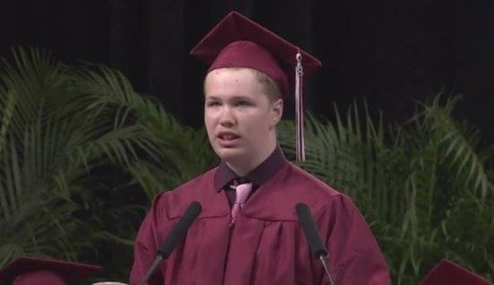 Sef Scott trong buổi lễ tốt nghiệp (Nguồn: CBS DFW)