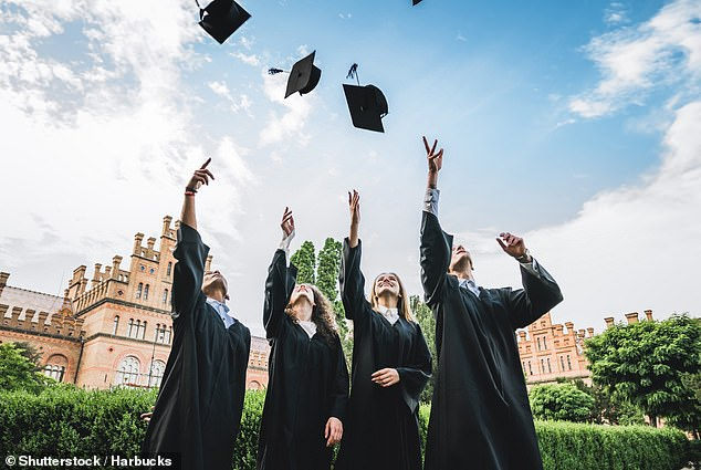 Một số đại học tại Anh đang đứng trước nguy cơ đóng cửa (Ảnh: Shulterstock)