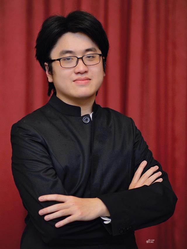 Nghệ sĩ Piano Lưu Đức Anh, tốt nghiệp đại học và thạc sĩ tại Nhạc viện hoàng gia Lìege (Bỉ) và chương trình nâng cao tại Học viện âm nhạc Malmo (Thụy Điển).
