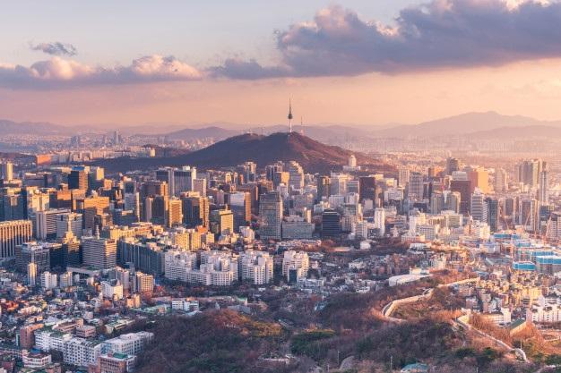 Dân số giảm ở Hàn Quốc do tỷ lệ sinh thấp nhất trong cả nước đã gây ra nhiều vấn đề xã hội. Số lượng sinh viên thấp tại các trường đại học là một vấn đề nổi cộm hiện nay tại nước này (Ảnh: Freepik)