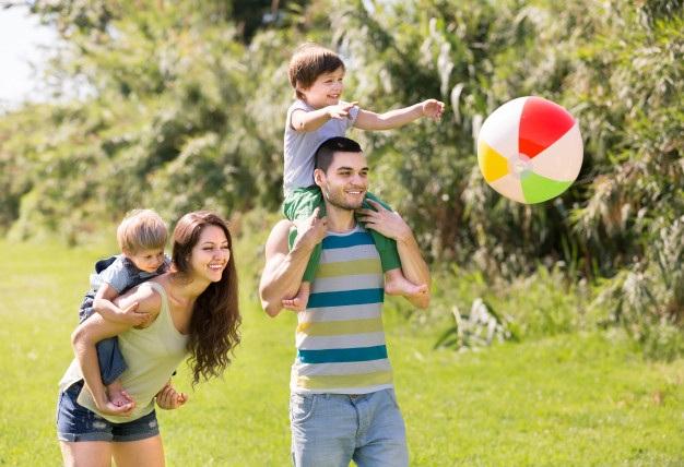 Những người làm cha mẹ tại Thụy Điển luôn nhận được những sự hỗ trợ tuyệt vời từ Chính phủ để dành thời gian cho con cái. (Ảnh: Freepik)