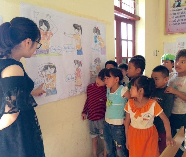 Đàn con nhỏ đặc biệt của cô giáo Dương Liên chính là những học trò khuyết tật tại Trung tâm Bảo trợ xã hội tỉnh Lai Châu.