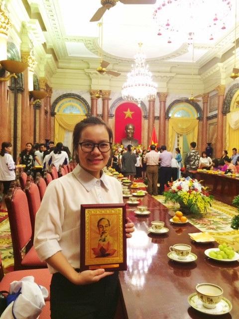 Cô giáo trẻ nhiều lần đạt các danh hiệu nhờ thành tích trong công tác, giảng dạy.
