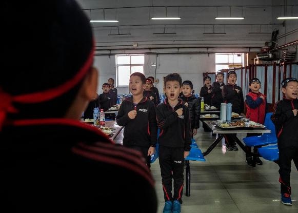 """Ngôi trường Trung Quốc đào tạo các cậu bé thành """"đàn ông đích thực"""" - 3"""