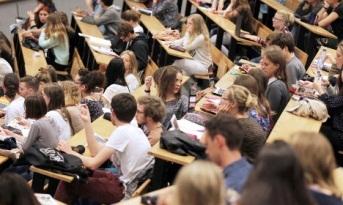 Pháp dự kiến tăng học phí đại học gấp 16 lần đối với sinh viên quốc tế - 1