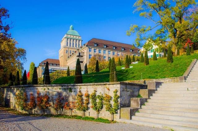 Khuôn viên viện ETH Zurich.