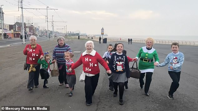 Ngôi trường hạnh phúc nhất nước Anh dịp Giáng sinh 2018 - Ảnh 2.